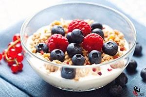 Yogur con cereales y frutos rojos