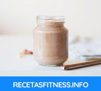 Batido de proteína natural, sin proteína en polvo y con crema de cacahuetes