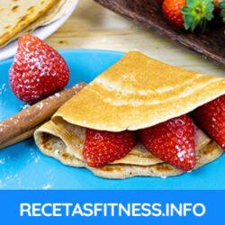 Crepes de avena fitness con fresas y canela